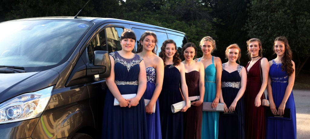 Group of students ready for their prom and travelling with Smart City