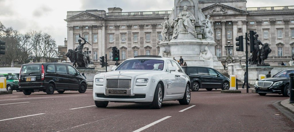 Smart City Wedding car outside Buckingham palace